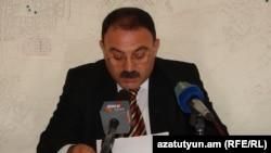 Հայաստան -- Աշոտ Զաքարյանը հայտարարում է ՀԱԿ-ից դուրս գալու մասին, Գյումրի, 14-ը մայիսի, 2012թ․