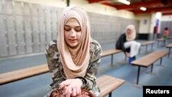 Жоолукчак мусулман кыз. Лондон. 8-март, 2014-жыл