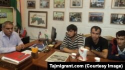 Karomat Sharipov meets with three Tajiks released from slavery in Moscow in July 2014. (Photo: Tajmigrant.com)
