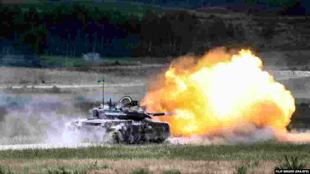 Український танк Т-84 стріляє під час міжнародних навчань «Танковий виклик сильної Європи-2018». Німеччина, 8 червня 2018 року