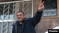 "Armenia - Hayk Gevorgian, a journalist of the ""Haykakan Zhamanak"" newspaper, is released from jail, Yerevan, 06Feb2012."