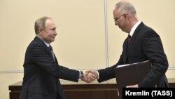 Prezident Vladimir Putin Rusiya Birbaşa İnvestisiyalar Fondunun başçısı Kirill Dmitrievi qəbul edərkən