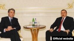 Напередодні саміту Президент Віктор Ющенко зустрівся в Баку з президентом Азербайджану Ільхамом Алієвим. 13 листопада 2008
