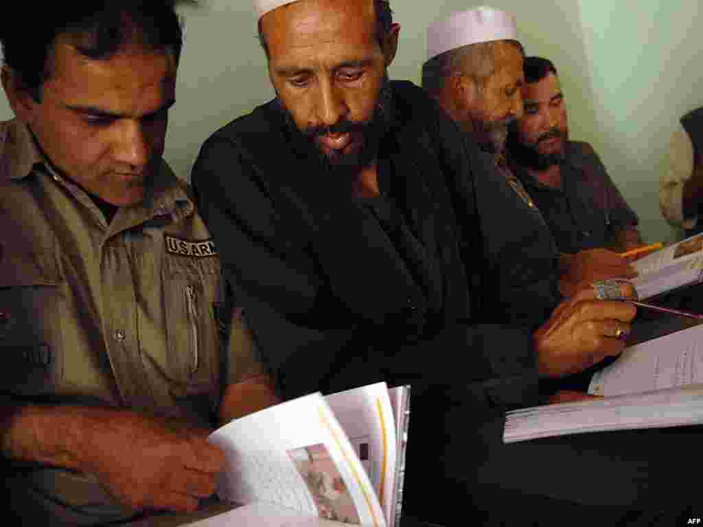 Afghanistan -- Afghan men take part in a literacy class in Kabul , 05 September 2007 - AFGHANISTAN, Kabul : Afghan men take part in a literacy class in Kabul , 05 September 2007. Afghanistan has one of the lowest rates of literacy in the world with 71% adults unable to read and write, of which 86% are women. AFP PHOTO/MASSOUD Hossaini eradication of adult literacy green03