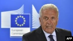 Comisraul european Dimitris Avramapoulos
