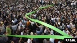 تصویری از یکی از اجتماعات پرشمار معترضان به نتایج انتخابات ریاست جمهوری ۸۸