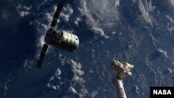 Грузовой корабль Cygnus на подлете к МКС, сентябрь 2013 года. Иллюстративное фото.