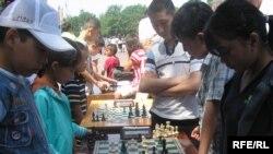 Жаш шахматчылардын Бишкектеги мелдеши, 1-июнь, 2010.