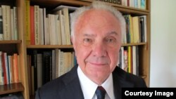 Germany--Former RFE/RL Hungarian Service broadcaster Laszlo Kasza in Munich. Undated.