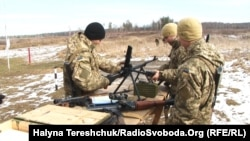Молоді військовослужбовці вивчають озброєння на Яворівському полігоні