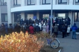 Протестующие у администрации Горняцкого района Макеевки