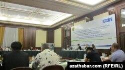 Bu iki günlük konferensiýa Gazagystanyň, Gyrgyzystanyň, Täjigistanyň, Türkmenistanyň, Özbegistanyň we Owganystanyň wekilleri gatnaşdy.
