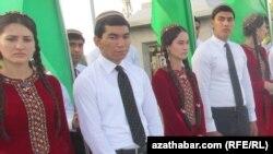 Aşgabat: Teatrlara tomaşaçylar mejbury eltilýär