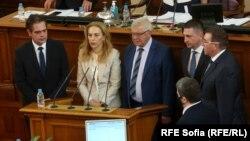 Новите членове на правителството положиха клетва веднага след като Народното събрание гласува промените в кабинета