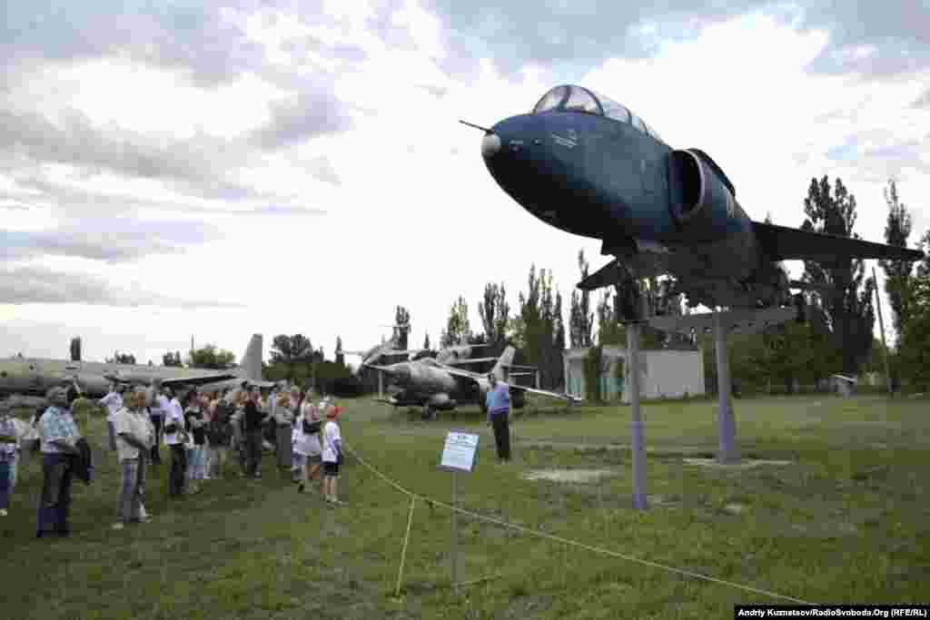 Луганчан запросили на безкоштовні екскурсії – наприклад, до авіаційного музею при Луганському авіаремонтному заводі
