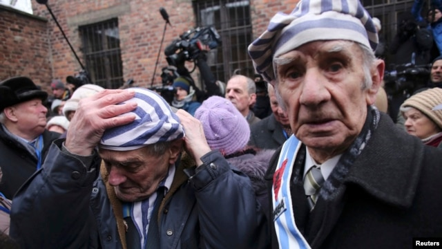 بازماندگان اردوگاه آشویتس که هفتاد سال پیش توسط ارتش سرخ آزاد شد