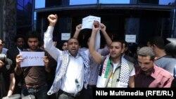 مصريون يحتجون على الغارات الاسرائيلية على غزة