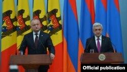 Президент Армении Серж Саргсян (справа) и президент Молдовы Игорь Додон, Ереван, 9 ноября 2017 г.