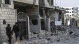 آثار غارة جوية على منطقة حمورية شرق دمشق