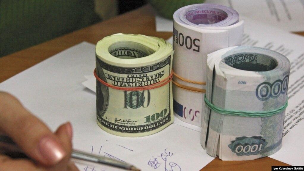 ДХХ Қирғизистонга 2 миллион доллардан кўпроқ пулни олиб ўтмоқчи бўлган шахсни қўлга олди