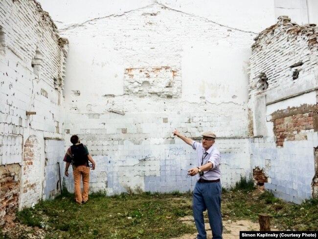 Сайман Каплінскі ў слонімскай сынагозе ў 2016 годзе