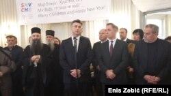 Hrvatski premijer Andrej Plenković (HDZ) i predsjednik Samostalne demokratske srpske stranke Milorad Pupovac, tijekom obilježavanja pravoslavnog Božića januara 2017.