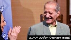 تصویری از مراسم بزرگداشت حسین قندی در خرداد ماه سال ۱۳۹۱