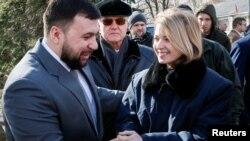 Наталья Поклонская (справа) и Денис Пушилин (слева)
