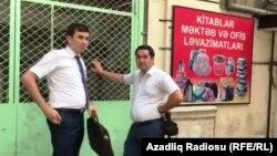 Бакудегі Turan агенттігі редакциясын тінтуге барған салық органы қыззметкерлері. Әзербайжан, 16 тамыз 2017 жыл.