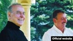 Гейдар Алиев (слева) и Ильхам Алиев