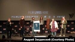 Нью-Йоркский кинофестиваль. На сцене (крайний справа) - режиссер и его героиня