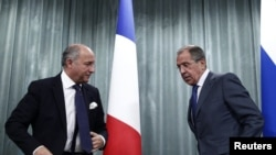 Russian Foreign Minister Sergei Lavrov (right) and his French counterpart, Laurent Fabius, at a news conference in Moscow on September 17