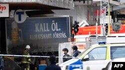 Полиция на месте теракта в центре Стокгольма.