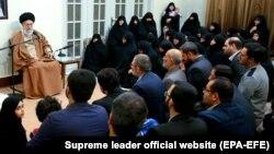 Իրանի հոգևոր առաջնորդ այաթոլա Ալի Խամենեին Թեհրանում ելույթի ժամանակ, 2-ը հունվարի, 2018թ.
