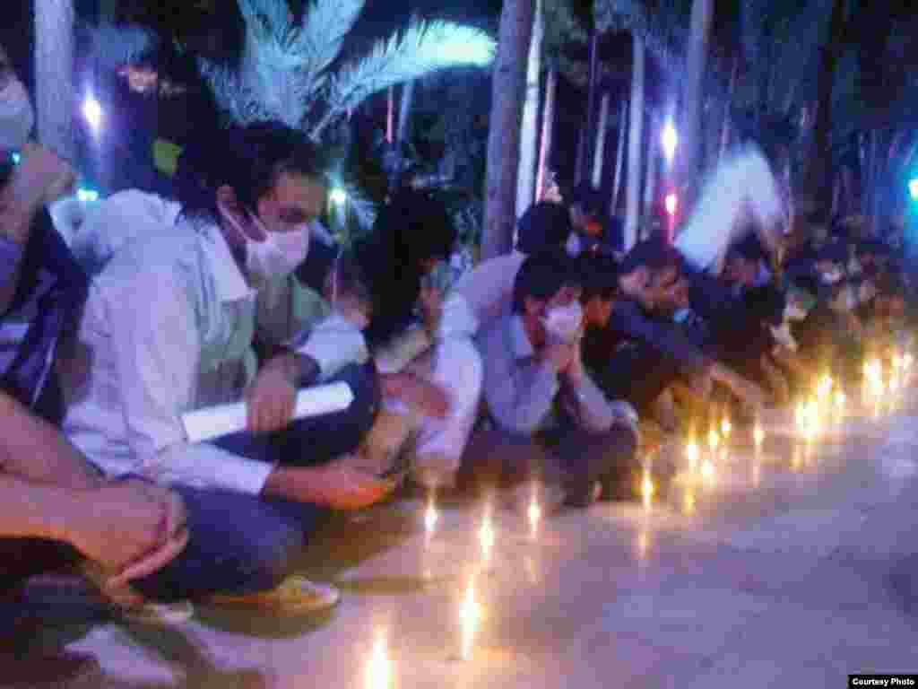Iran - Studenti - Na sveučilištu Amir Kabir Sistan-Baluchistan u Teheranu studenti su našli svoj način podrške protestima.