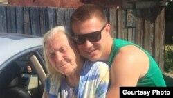 81-летняя пенсионерка Ирина Перцова с внуком Константином Туляковым в день ее обнаружения.