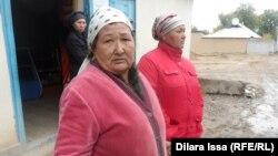Шымкенттегі Қайнарбұлақ саяжайының жарықсыз, сусыз қалған тұрғындары. Шымкент, 14 қазан 2015 жыл.