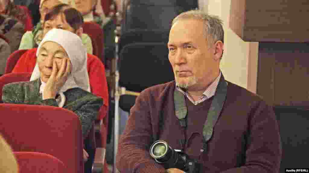 Дамир Гыйсметдин иҗат кичәсендә видео төшерү остасы Фәиз Камал