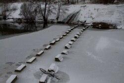 Кадр из фильма Василия Сигарева ''Жить''