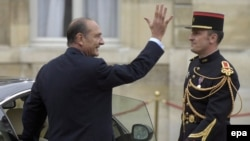 Jacques Chirac waves as he departs Elysee Palace in May 2007.