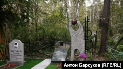 Стела на могиле Янки Дягилевой