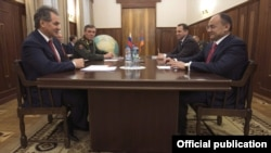 Russia - Defense Minister Sergey Shoygu (L) meets his Armenian counterpart Seyran Ohanian in Moscow, 19Dec2012.