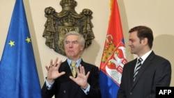 Pregovarač Srbije Borko Stefanović i medijator u dijalogu sa Kosovom Robert Cooper u Beogradu, oktobar 2011