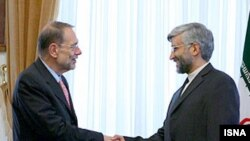 The EU's Javier Solana (left) and Iran's Jalili in Tehran on July 4