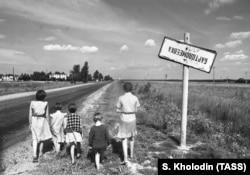Белорусская ССР. Деревня Бартоломеевка после аварии на Чернобыльской АЭС. 1990 год