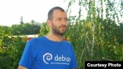 Арангел Ангов, експерт за слободен софтвер и хактивист, основач на Слободен софтвер Македонија.