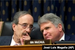 The president of the Foreign Affairs Committee of the U.S. House of Representatives, Democrat Eliot Engel (left), and lead Republican Michael McCaul (file photo)
