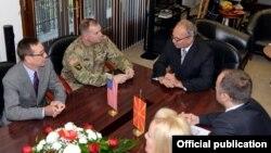 Средба на министерот Зоран Јолевски и команданотот на Командата на копнените сили на САД за Европа, генерал-потполковник Бен Хоџис на 01 ноември 2016