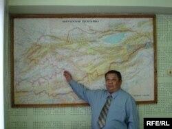 Географ илимпоз, профессор Саламат Аламанов - кыйла жылдарын Кыргызстандын чекарасын тактоого арнаган адис.