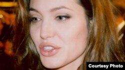 Актриса Анджелина Джоли. 21 июня 2006 года.